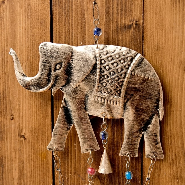 ドアチャイムなどへ!手作りのやさしい音色 インドの鉄製ハンギング - ぞう2連ゴールド〔約60cm〕 8 - 壁に掛けたりドアにかけたり