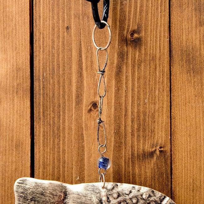 ドアチャイムなどへ!手作りのやさしい音色 インドの鉄製ハンギング - ぞう2連ゴールド〔約60cm〕 9 - フックの写真です