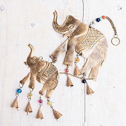 ドアチャイムなどへ!手作りのやさしい音色 インドの銅製ハンギング - ぞう2連ゴールド〔約60cm〕