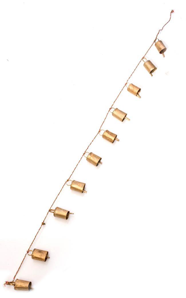 ドアチャイムなどへ!手作りのやさしい音色 インドの銅製カウベル-【5cm*3.5cm*120cm】 2 - 広げるとこのようになります。商品のベルは8個と10個のタイプがあります。