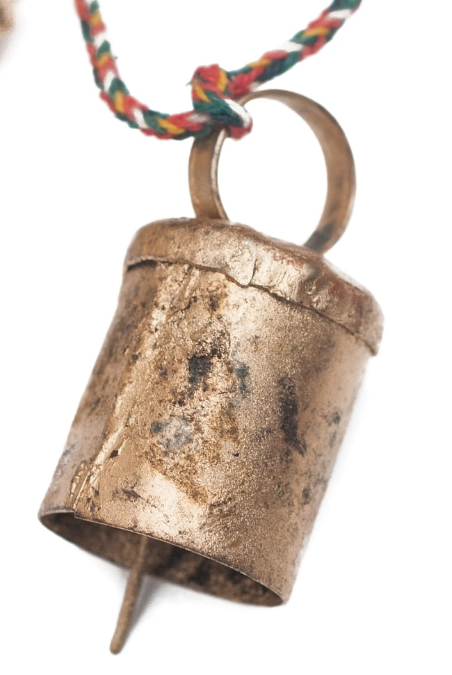 ドアチャイムなどへ!手作りのやさしい音色 インドの銅製カウベル-【3cm*2cm*100cm】 4 - アンティーク感のある風合いがとても素敵ですね。