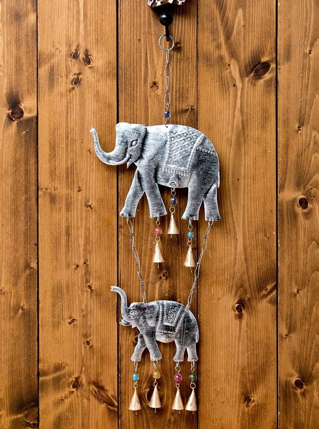 ドアチャイムなどへ!手作りのやさしい音色 インドの銅製ハンギング - ぞう2連シルバー〔約60cm〕 7 - 使用例です