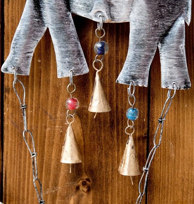 ドアチャイムなどへ!手作りのやさしい音色 インドの銅製ハンギング - ぞう2連シルバー〔約60cm〕 8 - 壁に掛けたりドアにかけたり