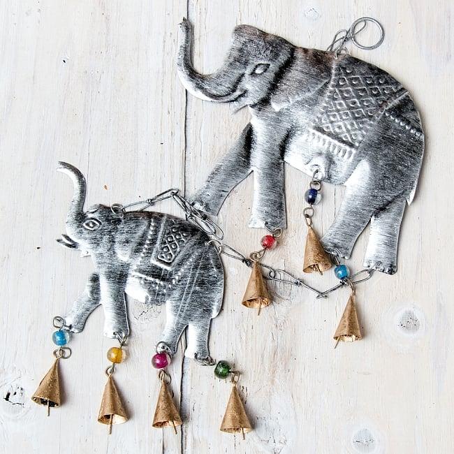 ドアチャイムなどへ!手作りのやさしい音色 インドの銅製ハンギング - ぞう2連シルバー〔約60cm〕の写真