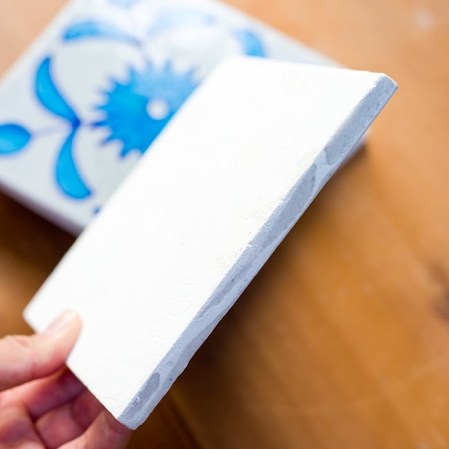 〔15cm×15cm〕ブルーポッタリー ジャイプール陶器の正方形デコレーションタイル - 唐草水色の写真4 - 側面の写真です