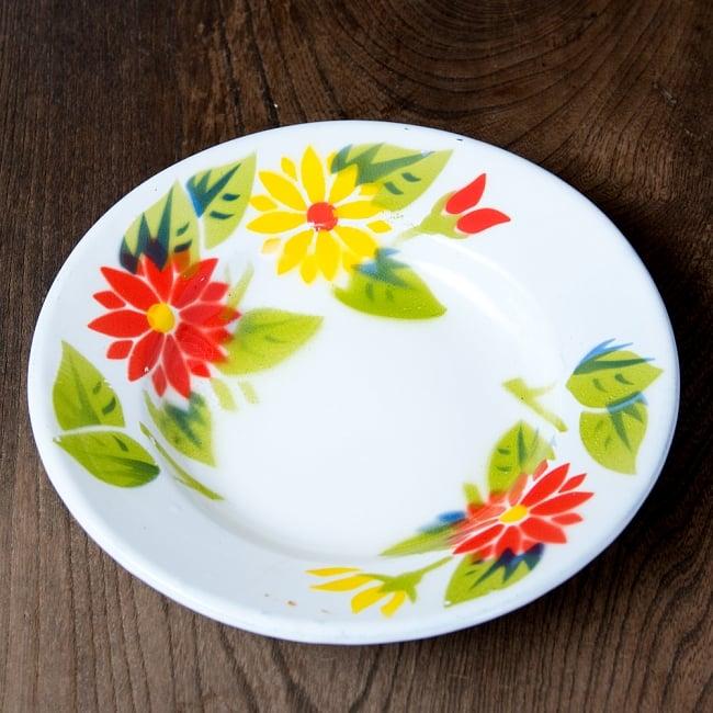 タイのレトロホーロー 花柄飾り皿 RABBIT BRAND〔約18cm×約2.7cm〕 3 - 花がらが素敵です