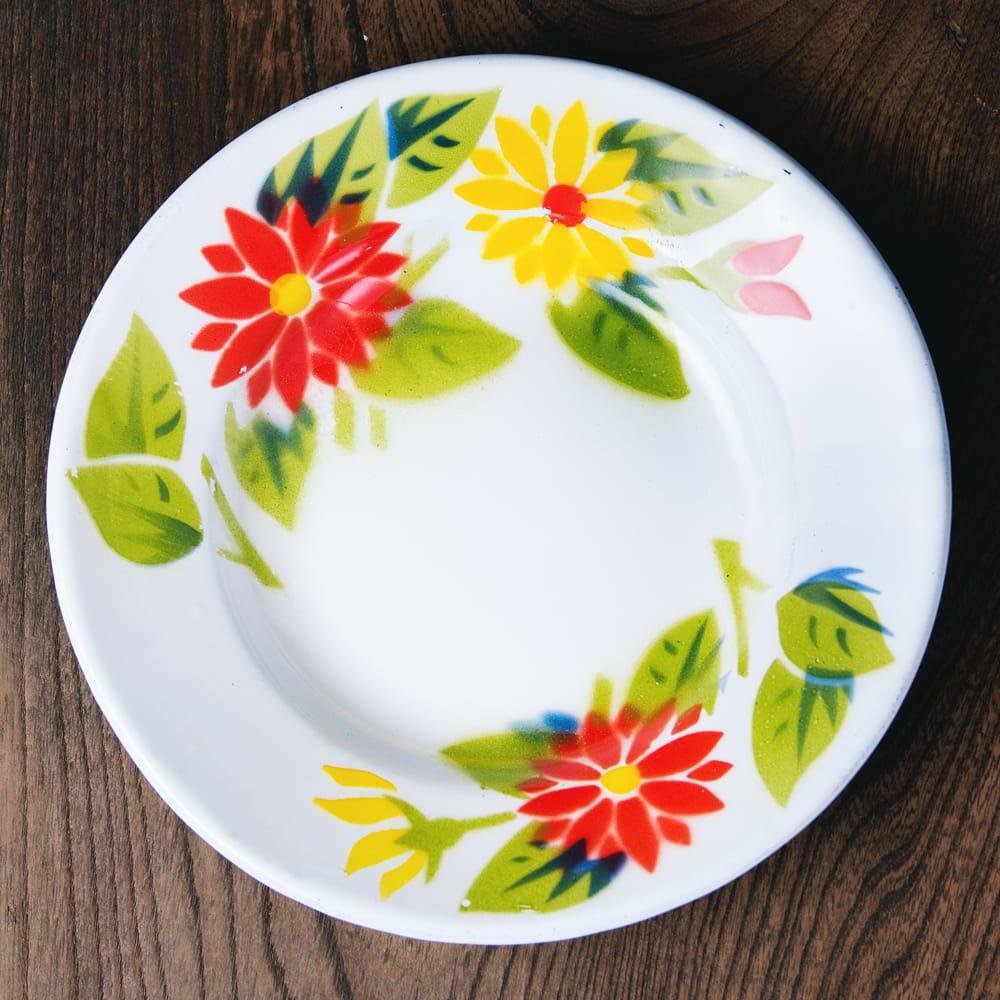 タイのレトロホーロー 花柄飾り皿 RABBIT BRAND〔約18cm×約2.7cm〕の写真