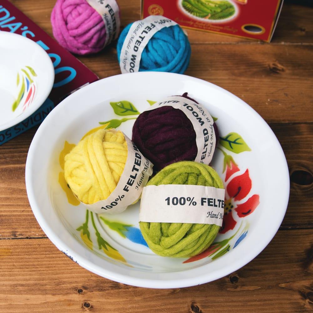 タイのレトロホーロー 花柄飾りボウル RABBIT BRAND〔約23.8cm×約6.7cm〕 7 - こにような使用感になります。小物入れなどへオススメ。昔ながらの製法で作られている為、食器向けの品質で作られておりません。飾り皿としてご使用ください。