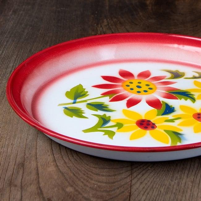 タイのレトロホーロー 花柄飾り皿・トレー RABBIT BRAND〔約25.7cm×約2.5cm〕 4 - 横からの写真