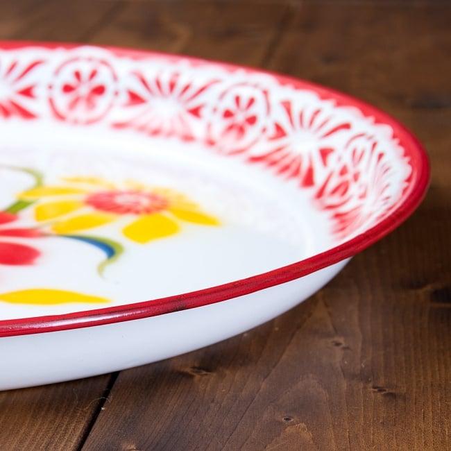 タイのレトロホーロー 花柄飾り皿・トレー RABBIT BRAND〔約45cm×約4.3cm〕 4 - 横からの写真