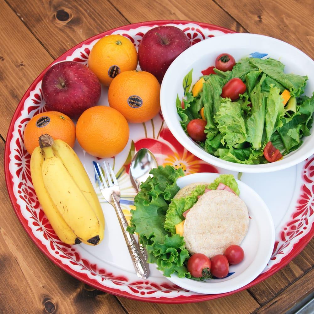 タイのレトロホーロー 花柄飾り皿・トレー RABBIT BRAND〔約45cm×約4.3cm〕 7 - こにような使用感になります。小物入れなどへオススメ。昔ながらの製法で作られている為、食器向けの品質で作られておりません。飾り皿としてご使用ください。