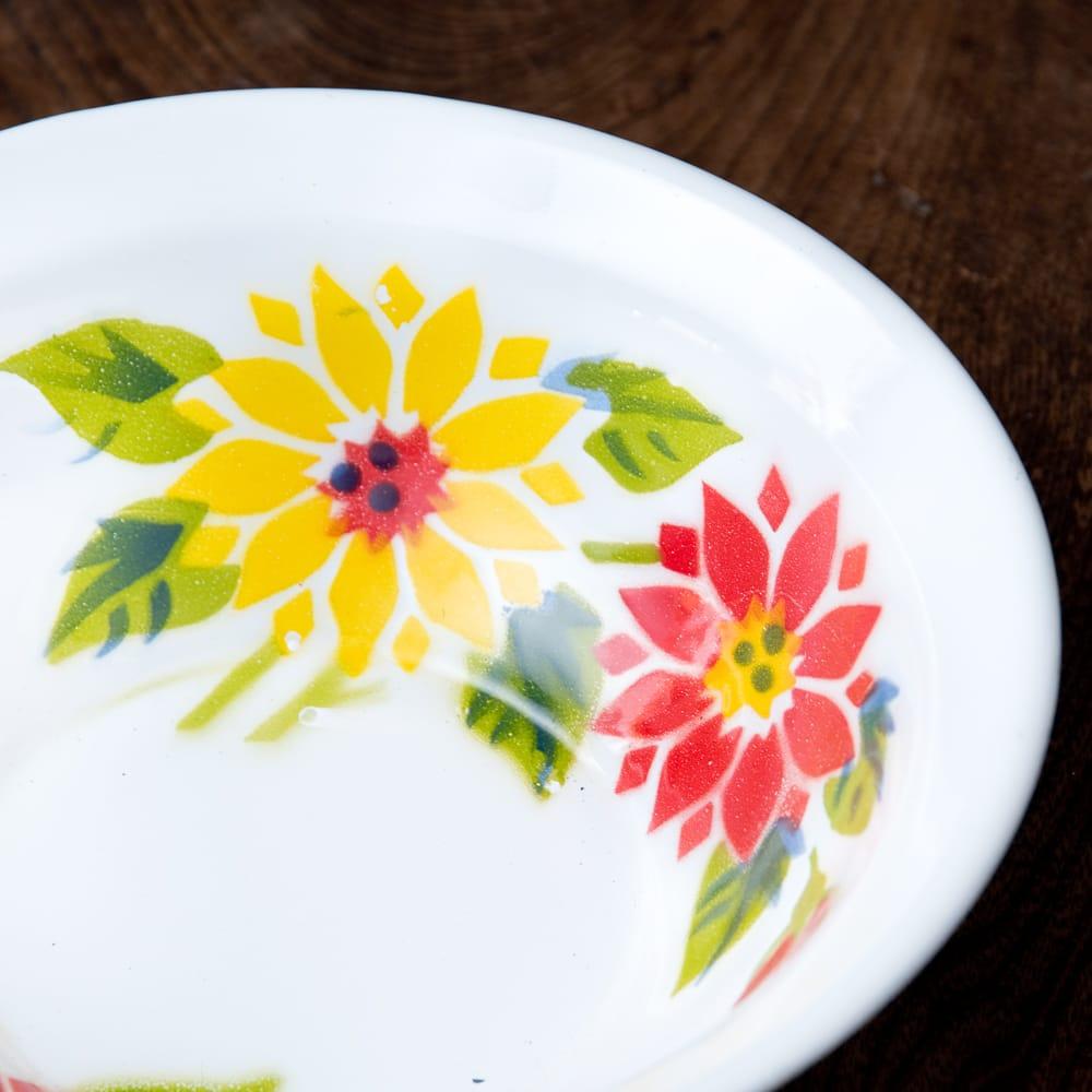 タイのレトロホーロー 花柄飾りボウル RABBIT BRAND〔約18.5cm×約5.2cm〕 2 - 拡大写真です