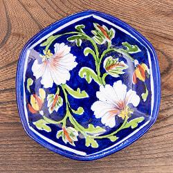 〔直径:12.5cm〕ブルーポッタリー ジャイプール陶器の六角飾り皿・小物入れ - 花柄青