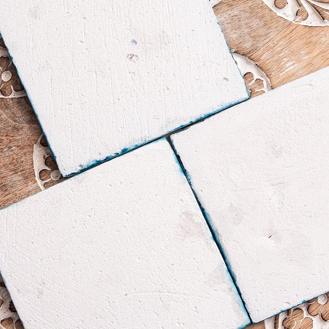 〔10cm×10cm〕ブルーポッタリー ジャイプール陶器の正方形デコレーションタイル - 菱型唐草系の写真4 - 裏面の写真です※裏側にはマジックなどで記号等が書かれている場合がございます。ご了承くださいませ。