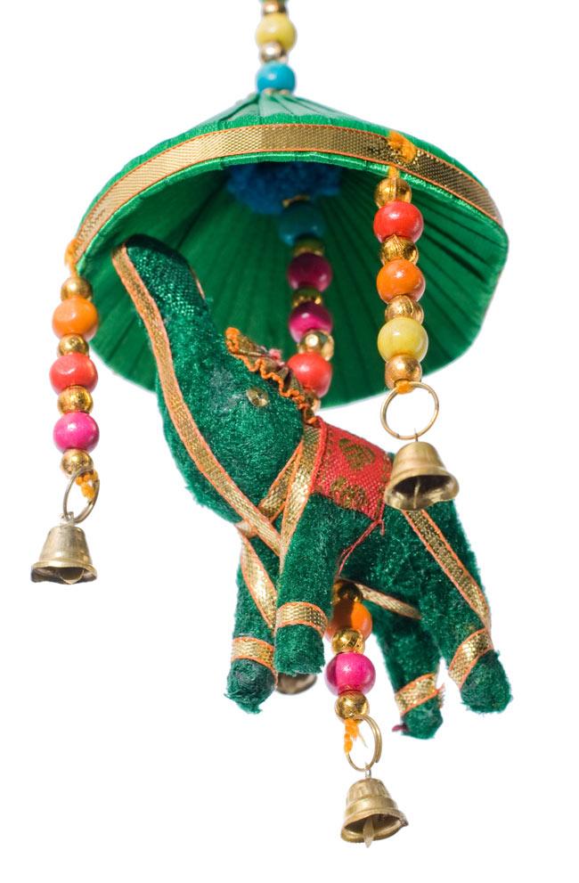 ゾウのハンギング傘-8cm 緑の写真4 - 手に持ってみました。このくらいの大きさです。