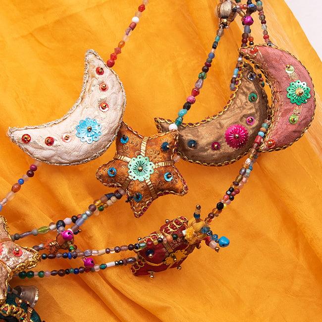 インドの星と月のベル付きハンギングの写真5 - かわいい縫製ですね。