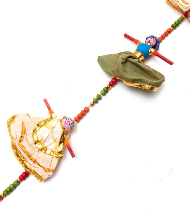 インドのお人形ベル-3人-60cmの写真3 - このくらいの間隔で連なっています。