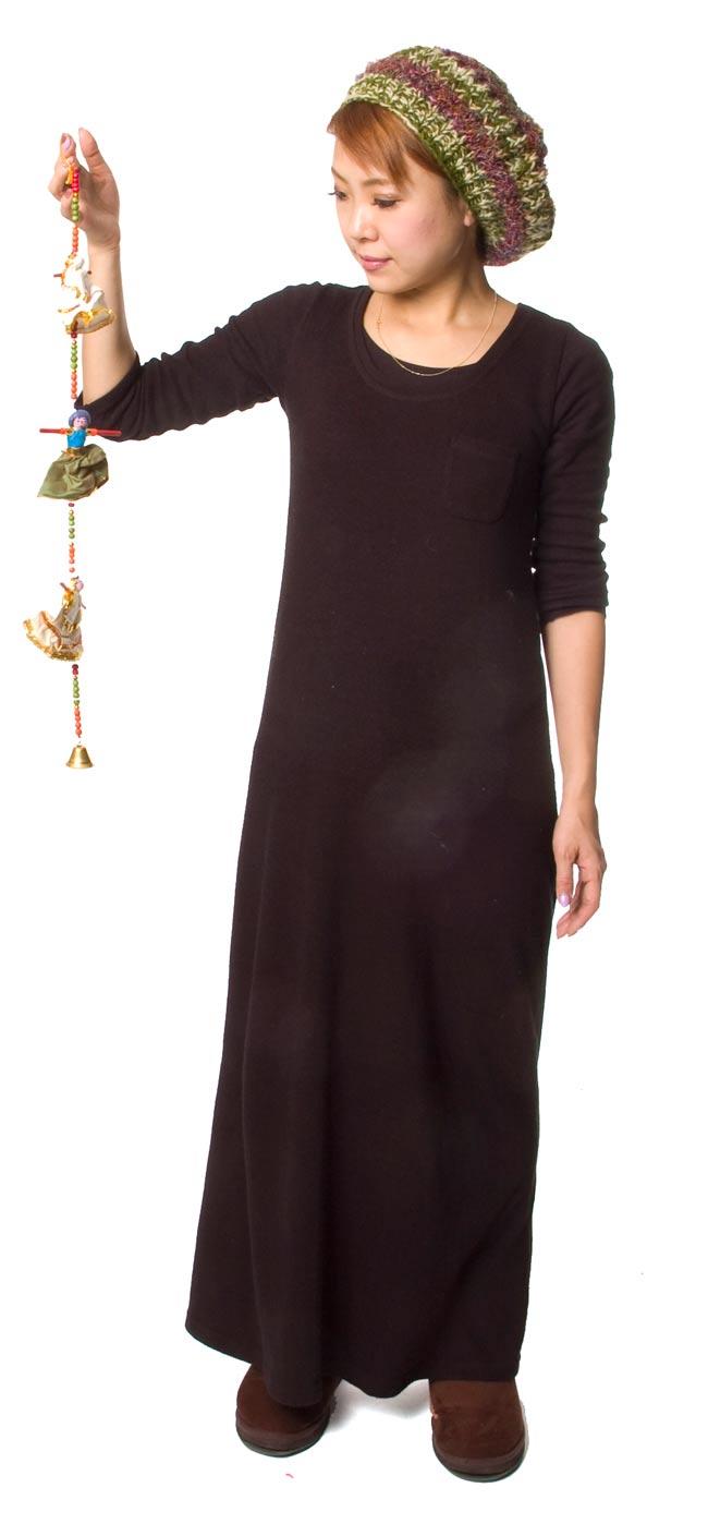 インドのお人形ベル-3人-60cmの写真6 - 身長150cmのスタッフが持ってみました。