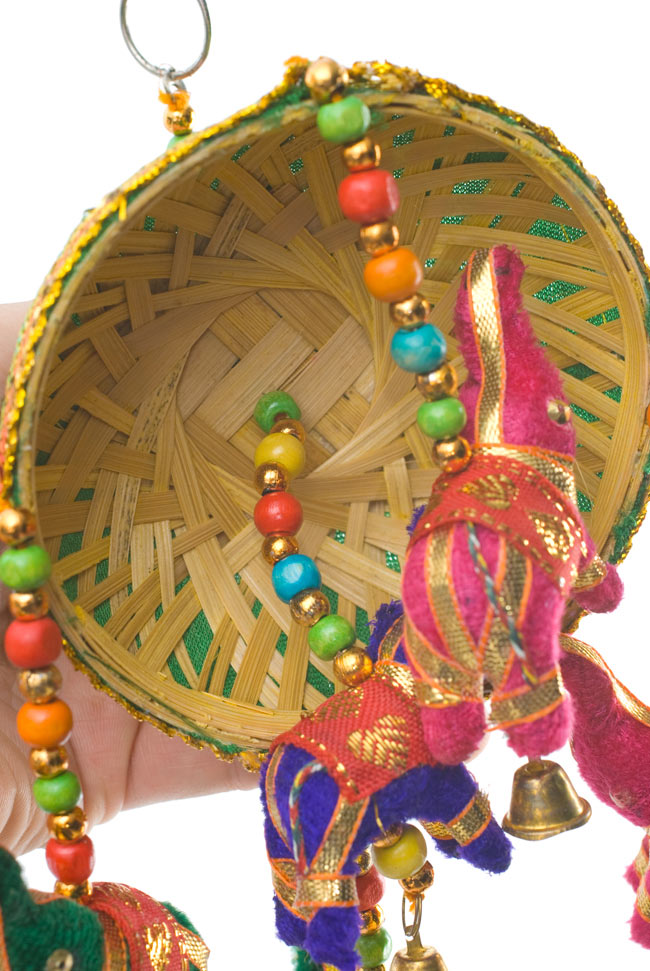 ゾウのハンギング(10.5cm程度)-緑傘の写真5 - 傘の裏面は竹を編んで作られています。