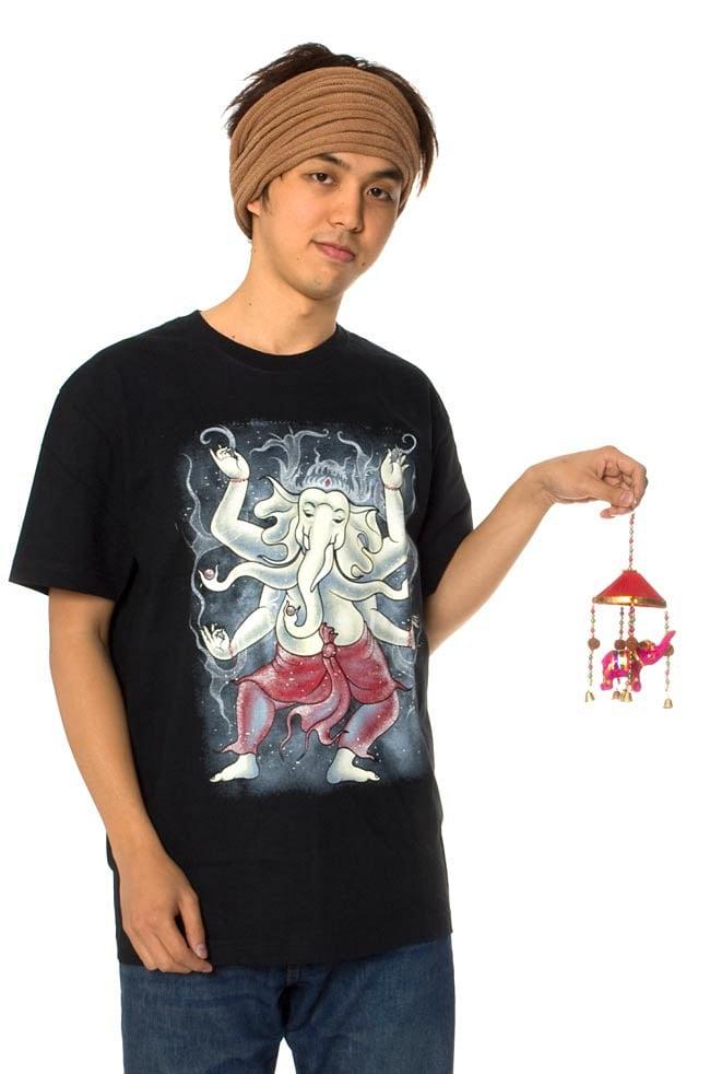 ゾウのハンギング傘-8cm ピンク 【アソート】の写真6 - スタッフが持ってみました。大きさがわかりますね。