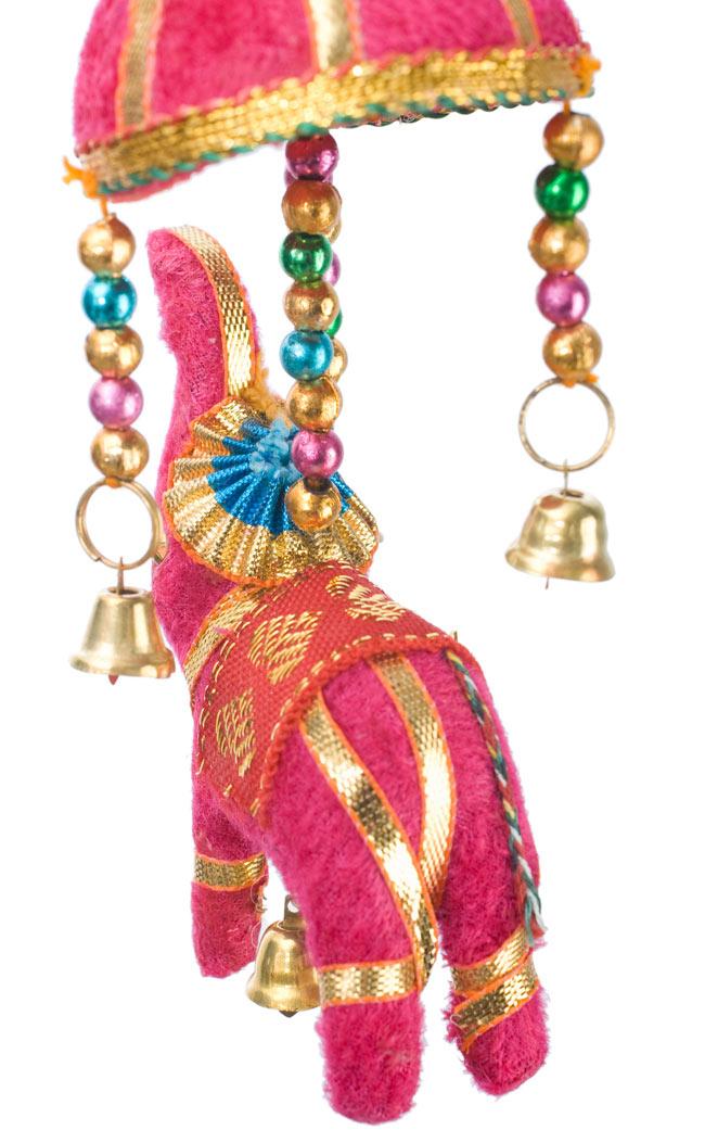 ゾウのハンギング(小)-ピンク傘の写真 - いかにもインド!なキュートなぞうさんです。