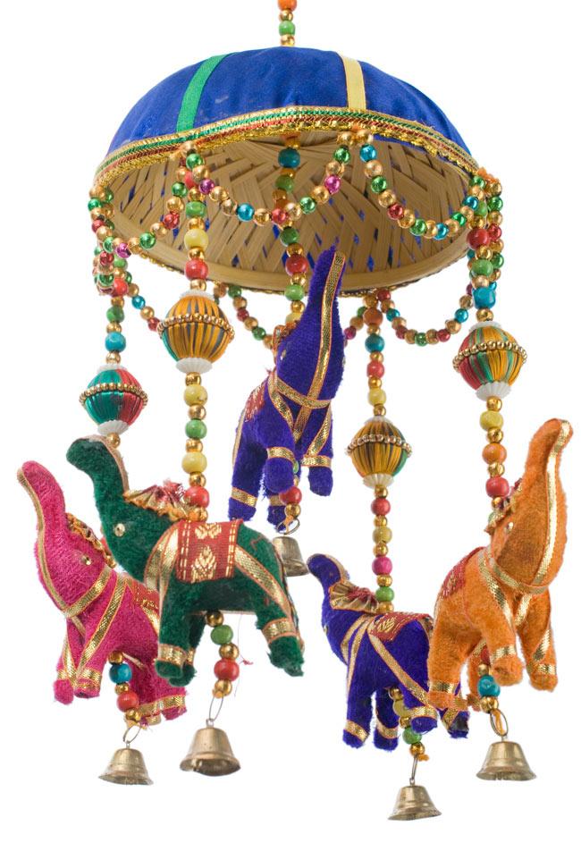 ゾウのハンギング(1連-15cm程度)-青傘の写真3 - 傘は竹で編まれています。ナチュラル素材をうまく利用していますね