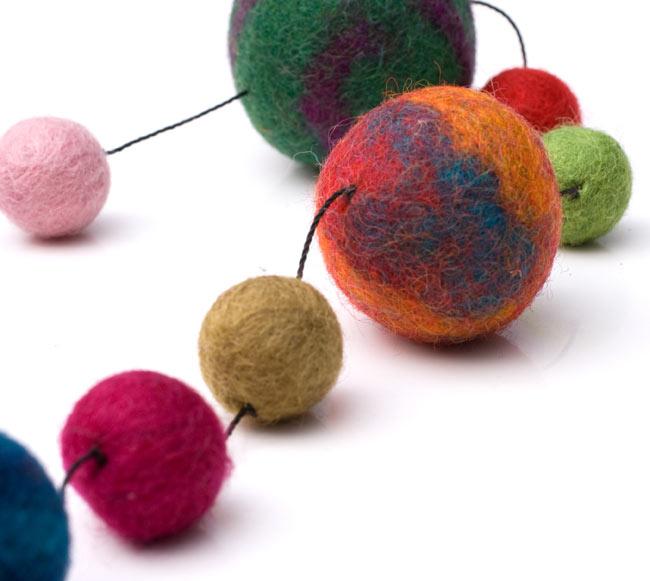 フェルトボールのコスモハンギング 【約70�】の写真3 - コロコロまあるいボールが可愛いです。