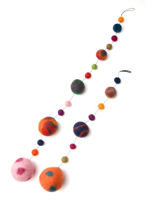 フェルトボールのコスモハンギング 【約50cm】の写真9 - 50cmのものと70�のものを比較してみました。幾つか並べてつけるとより一層可愛いですよ。