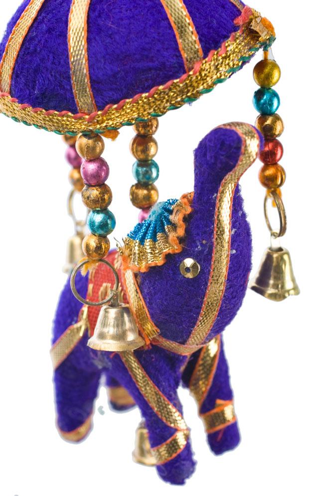 ゾウのハンギング(小)-紫色傘の写真 - いかにもインド!なキュートなぞうさんです。