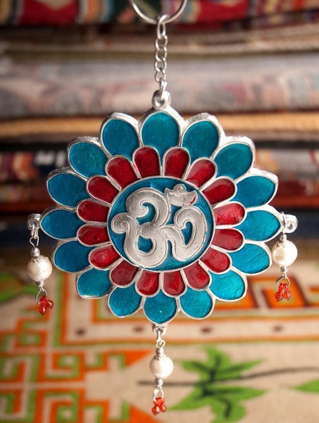 オーンの円形ハンギング 2 - チベット絨毯と一緒に撮影しました