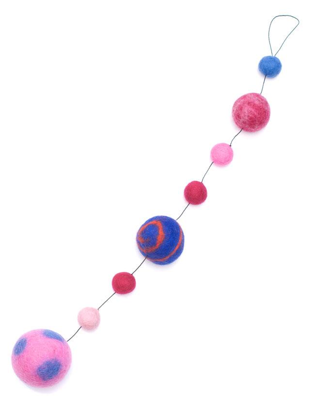 フェルトボールのコスモハンギング 【ピンク系 約50cm】の写真