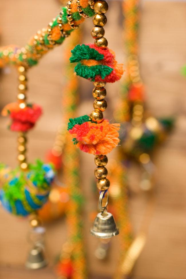 インドのU字型ハンギング - 鳥さんの写真3 - インドらしい可愛いデザインとカラーリングです。