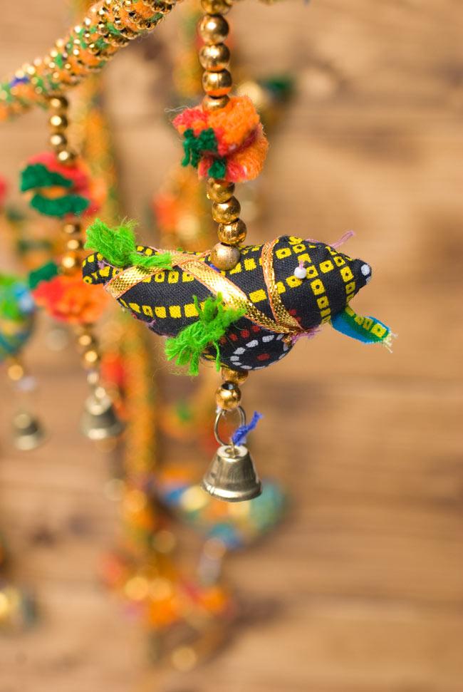 インドのU字型ハンギング - 鳥さんの写真4 - 商品ごとに色は異なりますので、アソートでのお届けとなります。