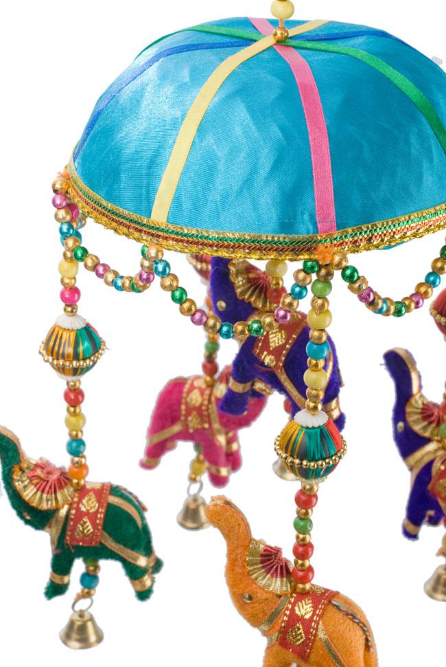 ゾウのハンギング(1連-15cm程度)-オーシャンの写真2 - 象を拡大してみました。小さな象でもインド風のデコレーションが施されています。お送りする象の色はアソートとなります