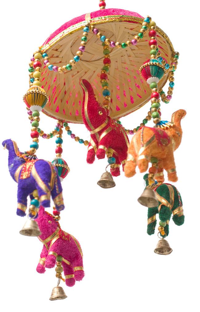 ゾウのハンギング(1連-15cm程度)-赤紫傘の写真3 - 傘は竹で編まれています。ナチュラル素材をうまく利用していますね
