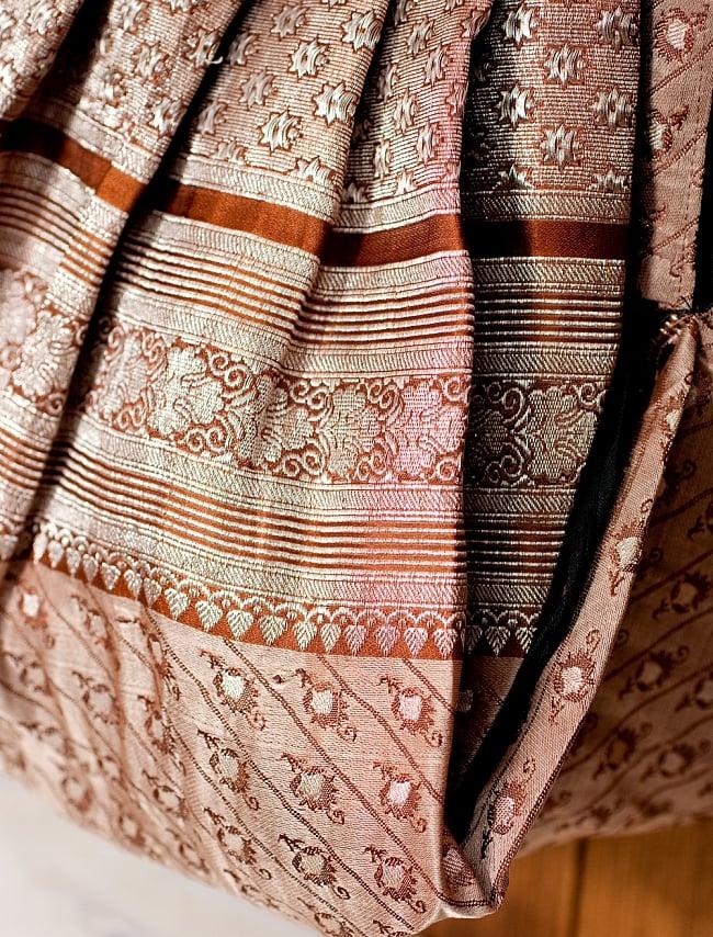 オールドシルクサリーのジッパー付き肩掛けバッグ - 選べる一点物の写真4 - どのバッグもインドらしく素敵なテイストです