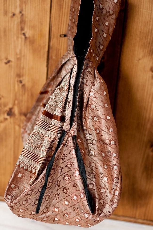 オールドシルクサリーのジッパー付き肩掛けバッグ - 選べる一点物の写真5 - サイドはこのようになっております