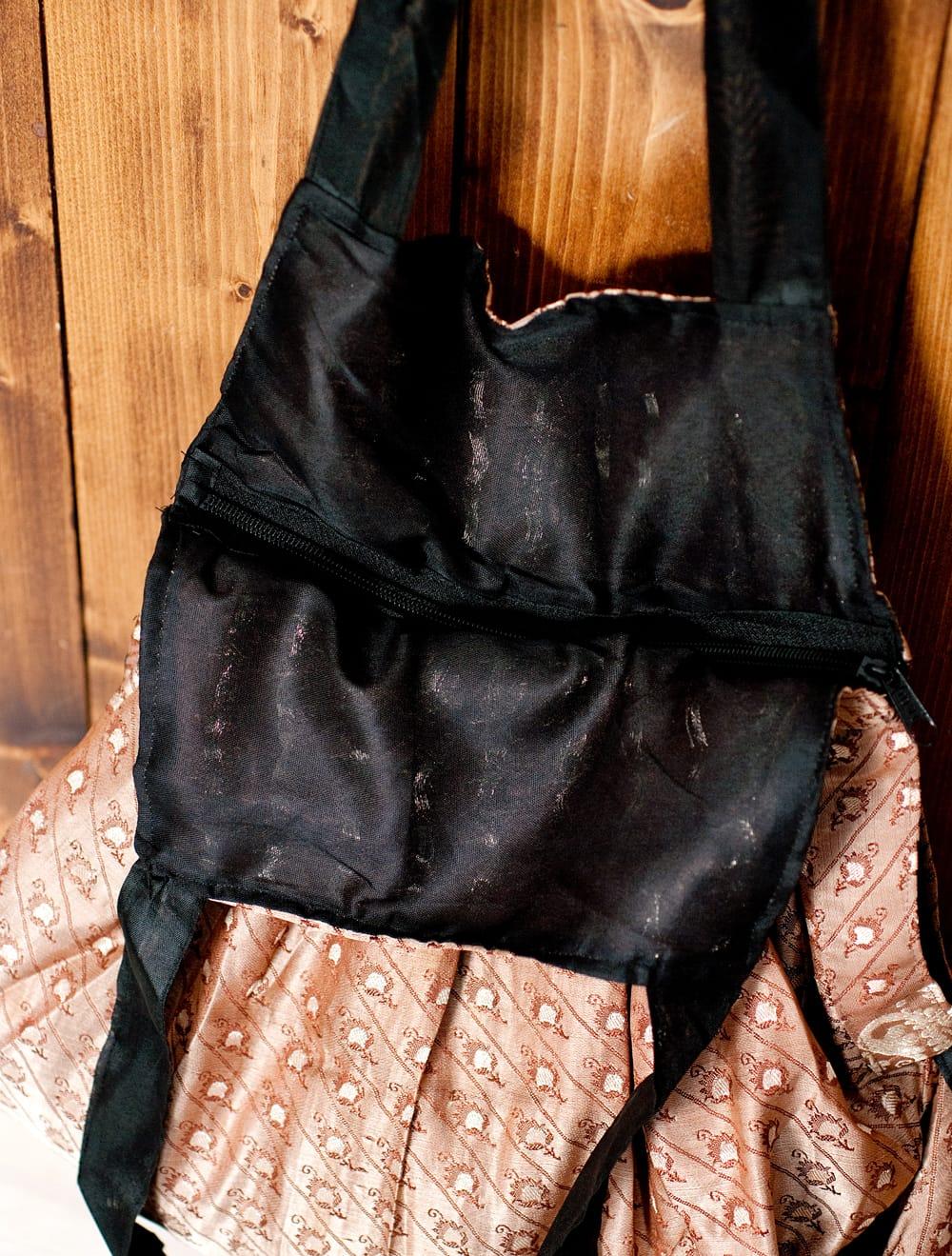 オールドシルクサリーのジッパー付き肩掛けバッグ - 選べる一点物 6 - ファスナー部分の写真です