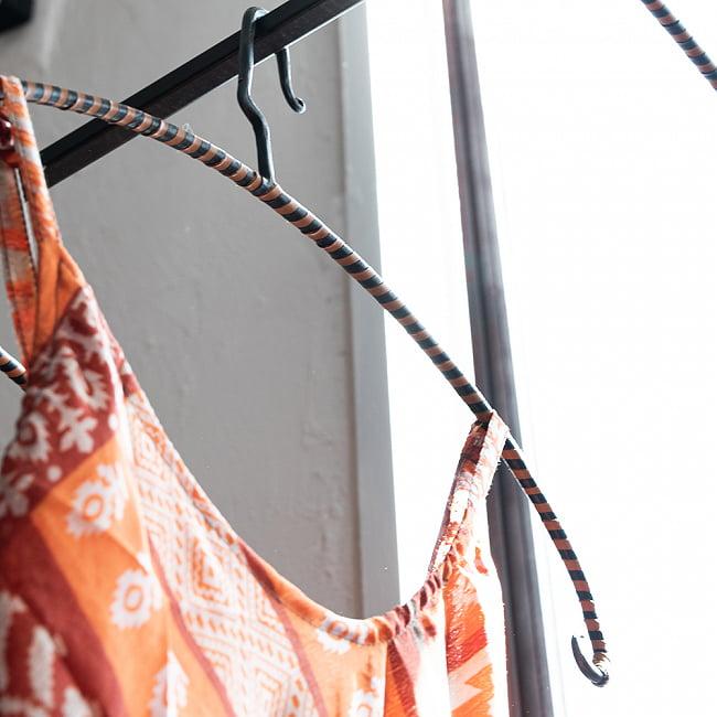インダストリアルな雰囲気に インドのアイアンハンガー レザータイプ 6 - しっかりとした作りです。