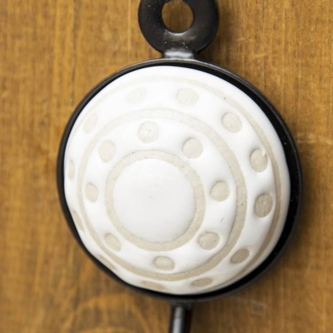 アジアンデザインの壁掛けフック ラウンド - ラウンドホワイト 2 - ハンドペイントがキュートです