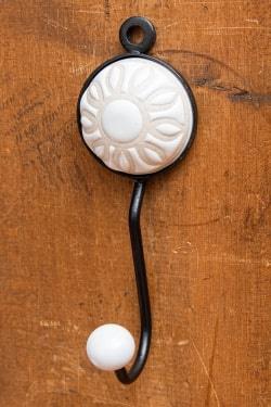 アジアンデザインの壁掛けフック ラウンド - ホワイトフラワー