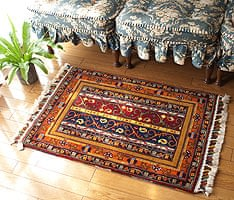 手織りのインド絨毯【64cm x 90c