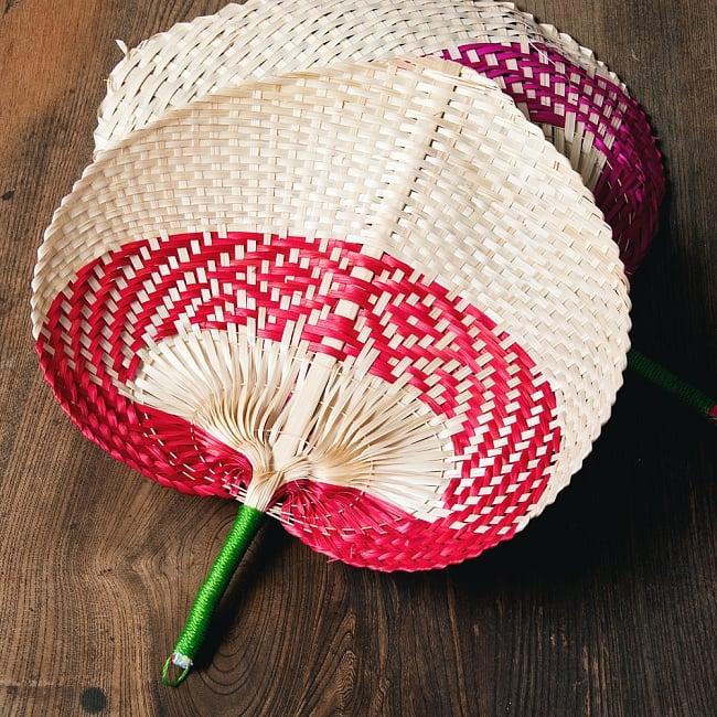 ベトナムの竹製 手作り リーフ型うちわ - 大の写真