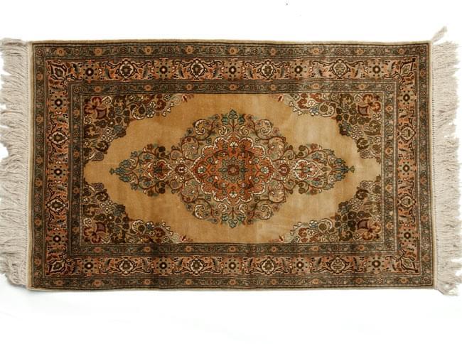 手織り&草木染めカシミール絨毯[シルク100% 1平方インチ484ノット] 12 - シンプルに平置きしました