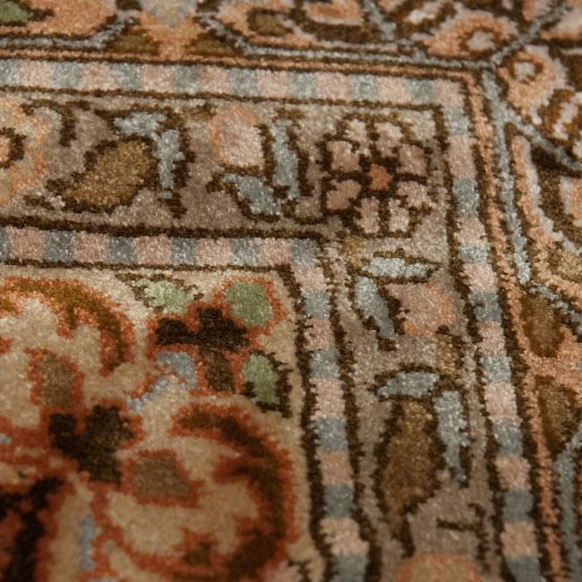 手織り&草木染めカシミール絨毯[シルク100% 1平方インチ484ノット] 9 - 表のアップです。非常に細かいです