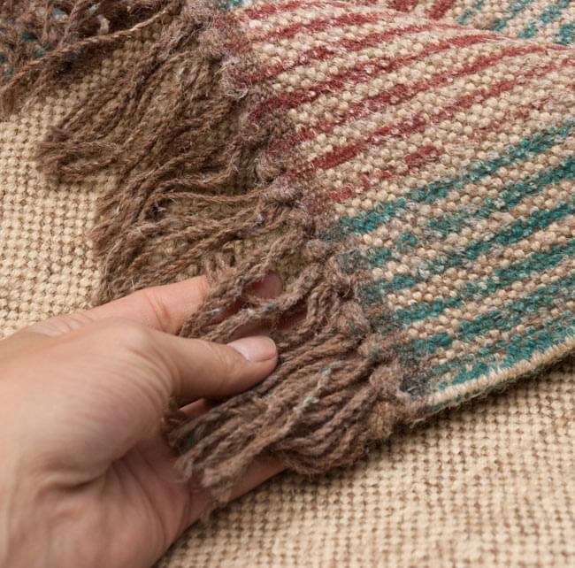 インドのラグ ジュート・ダリー -ストライプ 【約180cm×約120cm】の写真7 - アップにしてみました。ひとつひとつ丁寧に織られています。