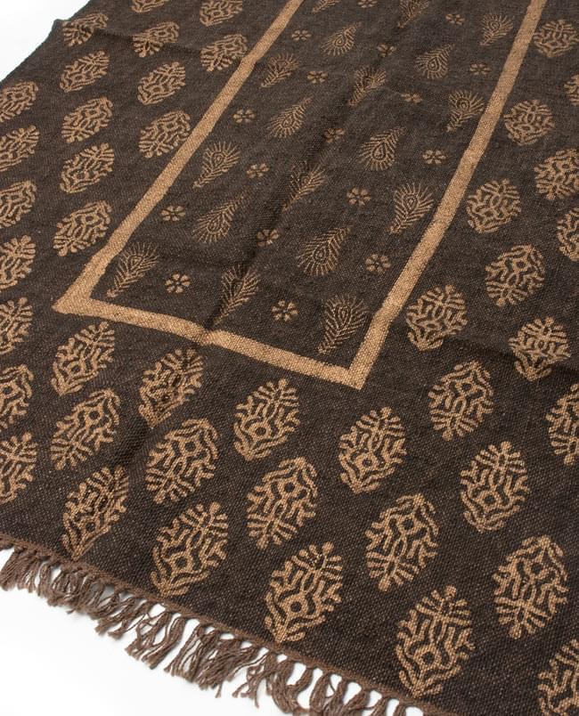 インドのラグ ジュート・ダリー - ゴールド 【約180cm×約120cm】の写真3 - ちょっと近づいてみました