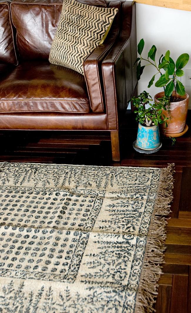 インドのラグ ジュート・ダリー 【約180cm×約120cm】の写真11 - 別の角度がからも撮ってみました。