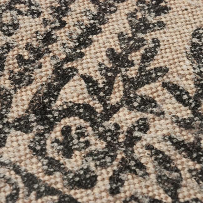 インドのラグ ジュート・ダリー 【約180cm×約120cm】の写真5 - アップにしてみました。ひとつひとつ丁寧に織られています。