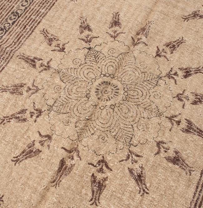 インドのラグ ジュート・ダリー - メダリオン 【約180cm×約120cm】の写真3 - ちょっと近づいてみました